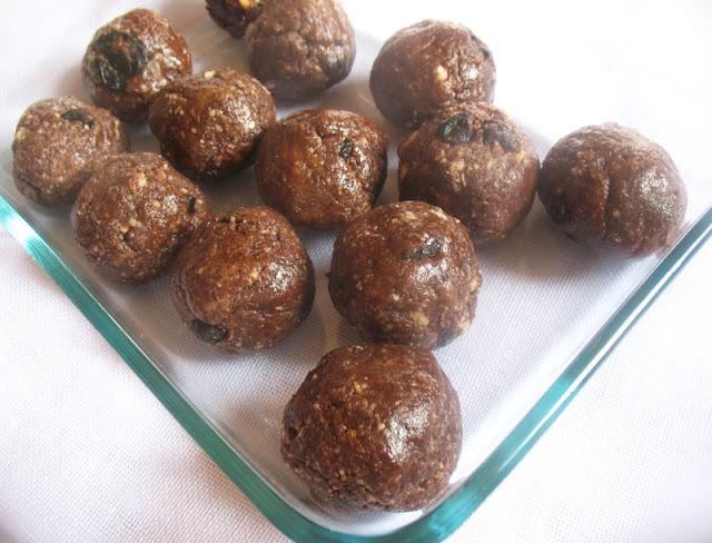 Raw Almond Cocoa Balls