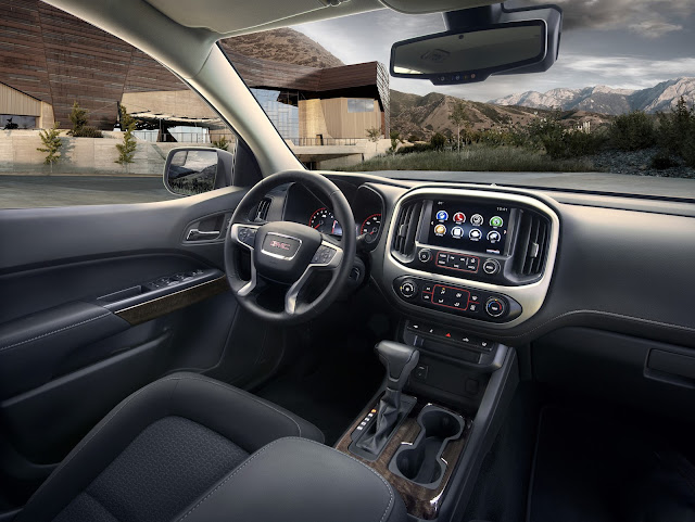 Interior view of 2016 GMC Canyon
