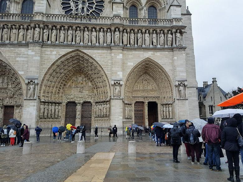 聖母院的入口處