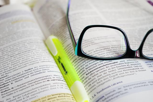 El método del bombardeo: ¡Leer bien es hacerle preguntas al texto! | Por Juan Stam