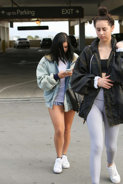 Ariel Winter at The Coffee Bean and Tea Leaf in Los Angeles