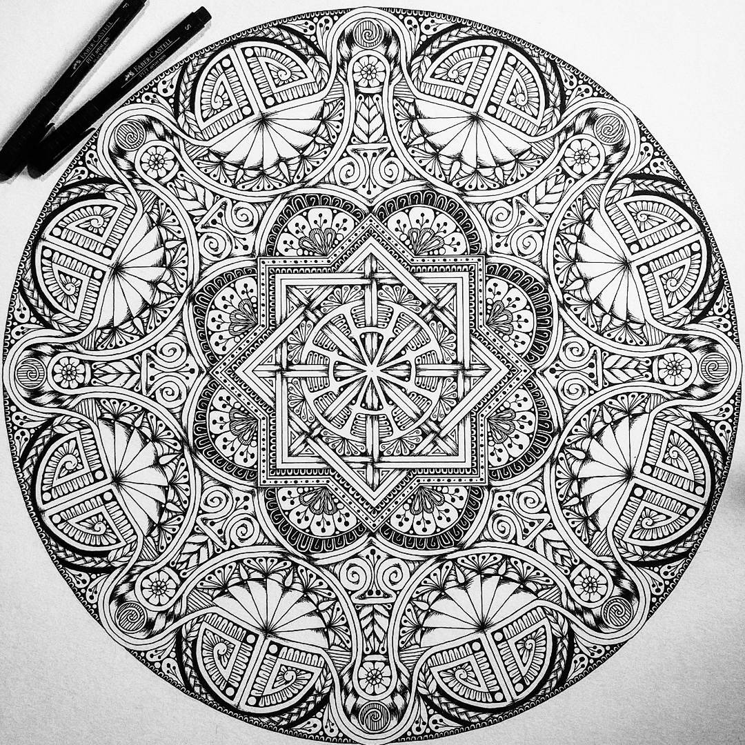 02-Jody-Romero-Symmetry-Balance-and-Harmony-in-Mandala-Drawings-www-designstack-co