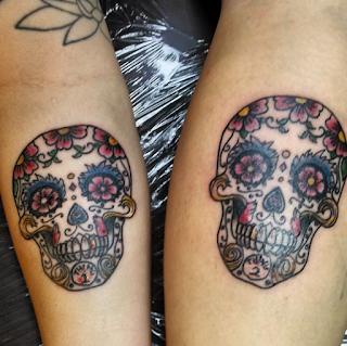 tatuaje amigas calavera