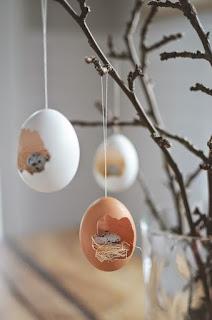 gusci di uovo sospesi per albero di pasqua