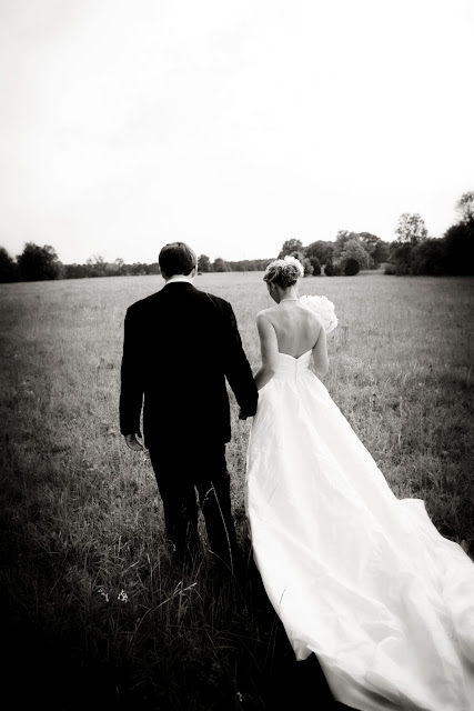 bride and groom picture idea