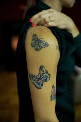 Legal borboletas tatuagem na mão