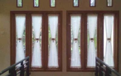 jendela rumah dari kayu