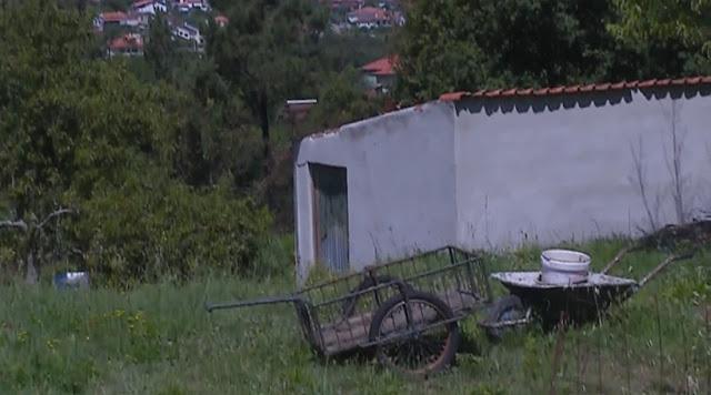 Barracão onde o homem vive sozinho, na aldeia de Venade.