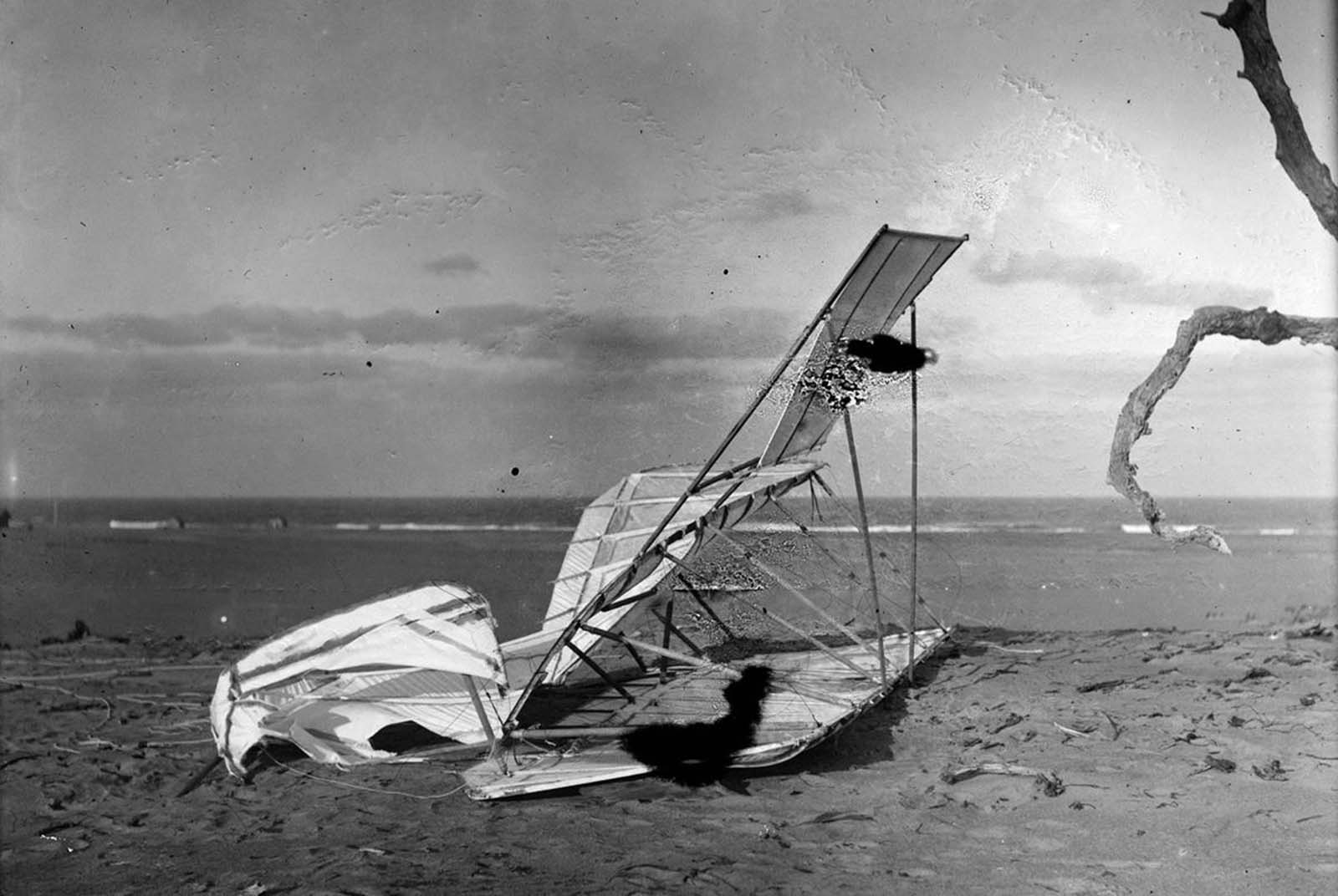 Crumpled glider, wrecked by the wind, on Hill of the Wreck, on October 10, 1900.