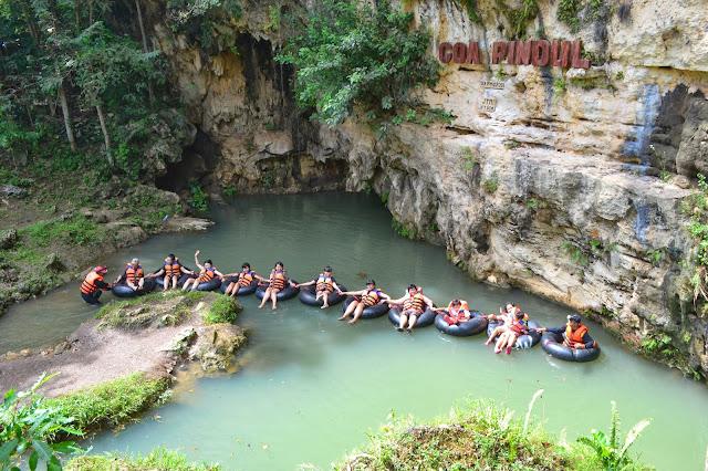 Sungai Dibawah Tanah Di Goa Pindul Yogyakarta