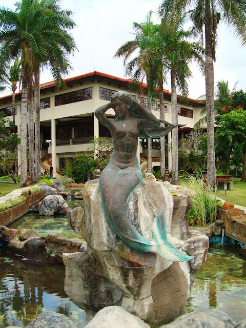 Изображение скульптуры русалки