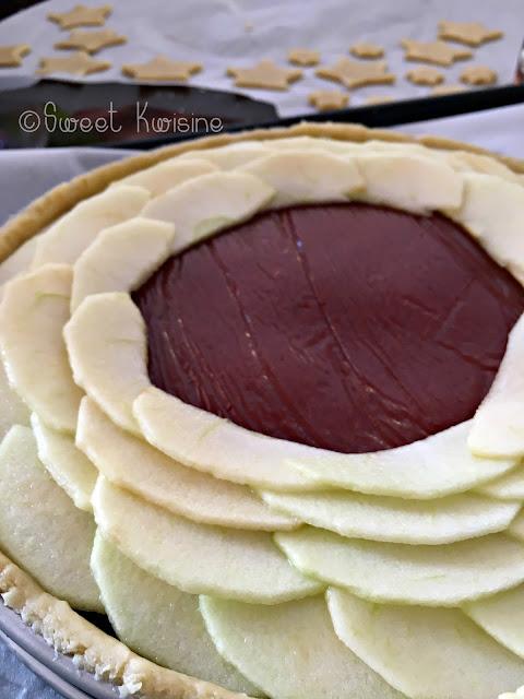 sweet kwisine, pomme, goyave, tarte, apple, guava, pie, home made, cuisine antillaise, pate brisée, martinique, guadeloupe, caribbean food, dessert, goûter, marmelade de goyave, pâte de goyave