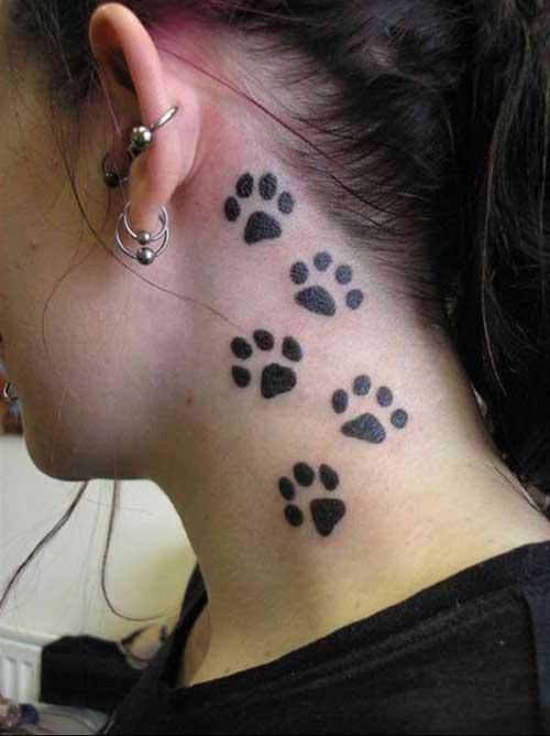 boyun bölgesine kedi patisi dövmeleri