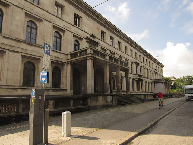 O antigo Führerbau e a atual Universidade de Música e Artes de Munique O que ver em Munique Alemanha nazismo