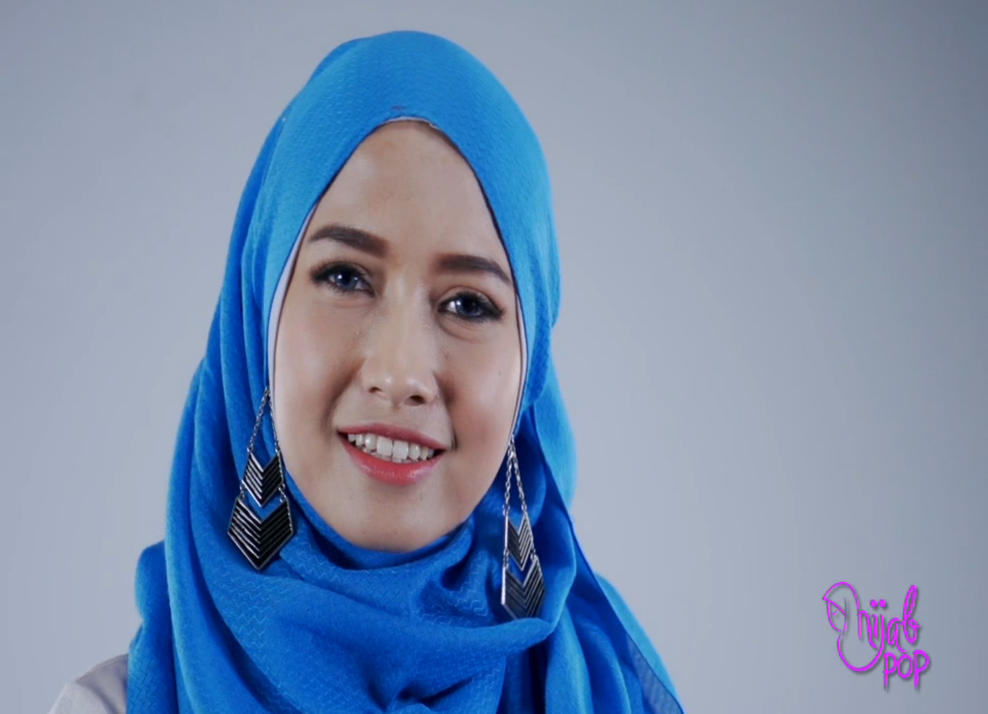 Kreasi Hijab Simple dengan Anting ala Pandan Sari  Tutorial Hijab