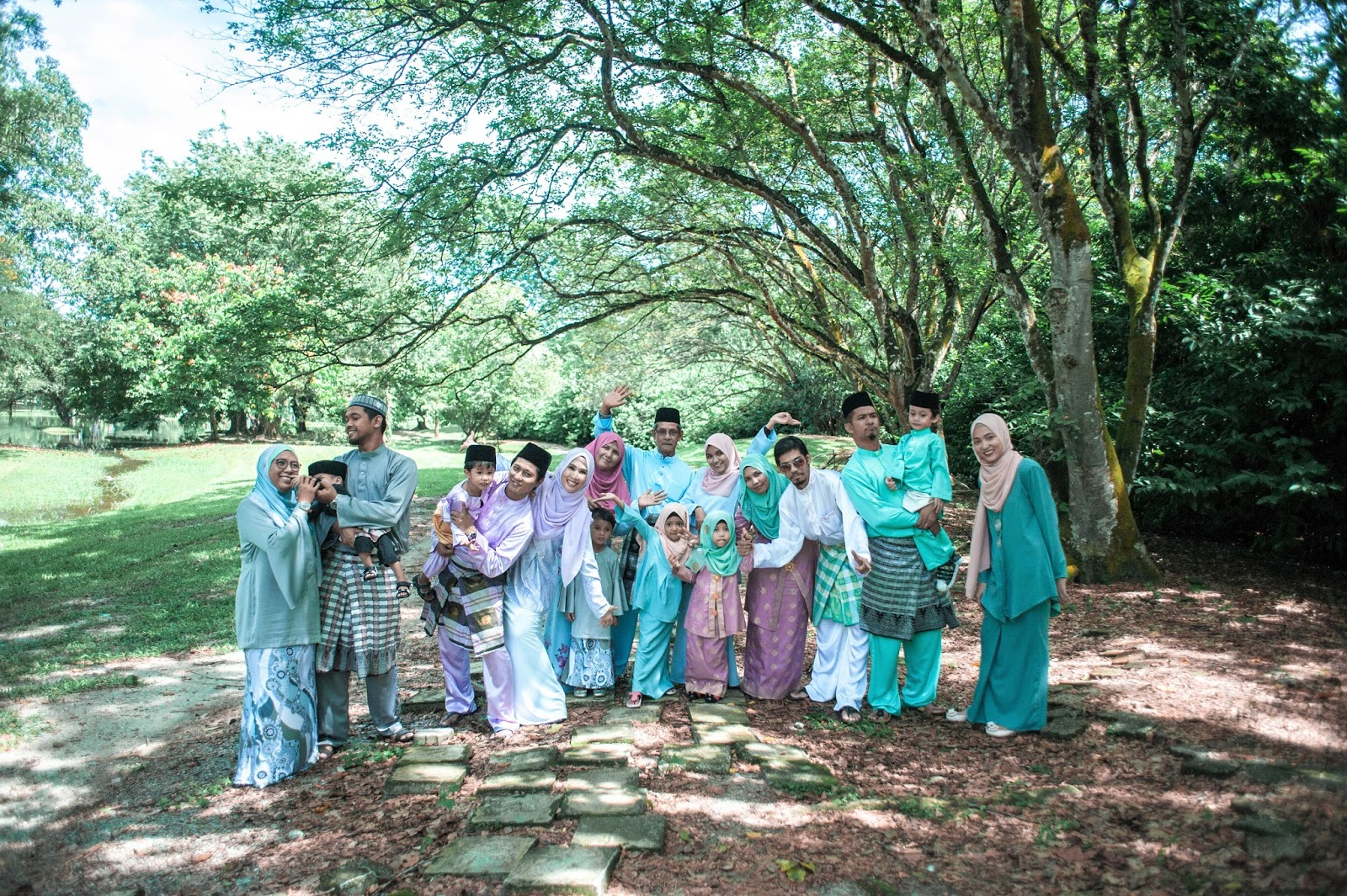 Raya Outdoor Photoshoot At Taiping Lake Garden