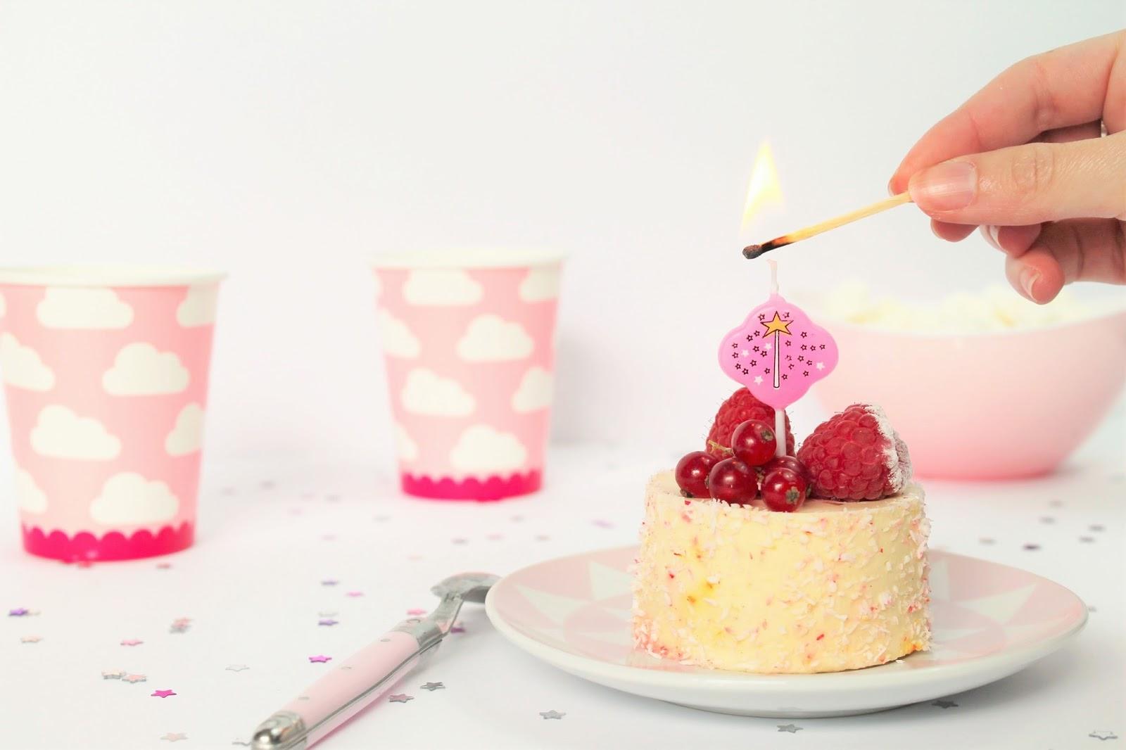 les gommettes de melo blog blogueuse 2017 blogspot blogger french youtube youtubeuse vidéo anniversaire blog 1 an bougie blogosphere gâteau pink rose poudre happy birthday