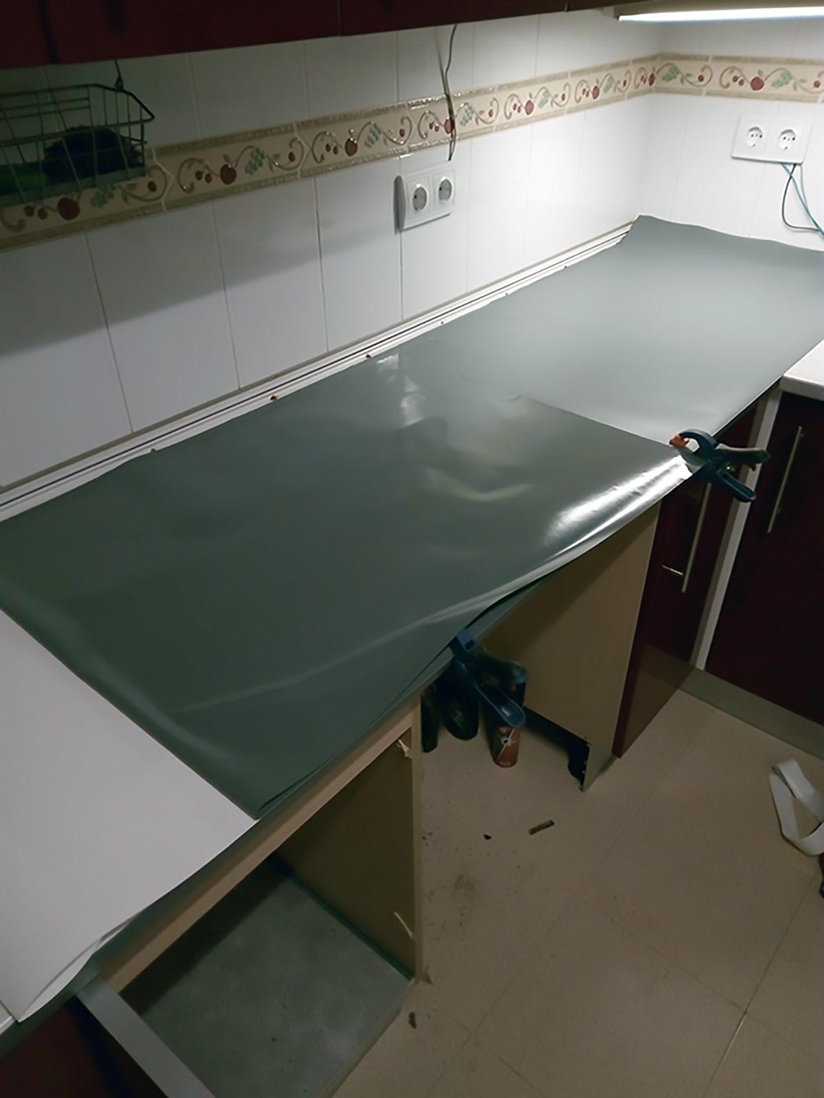 Renueva la encimera de tu cocina - Cambiar cocina con vinilo ...