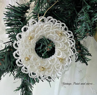 Vintage, Paint and more... a cute little diy Christmas wreath ornament made with buttonhole trim and gold beads