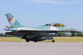 Kaca Kanopi F-16 Berwarna Kuning Transparan
