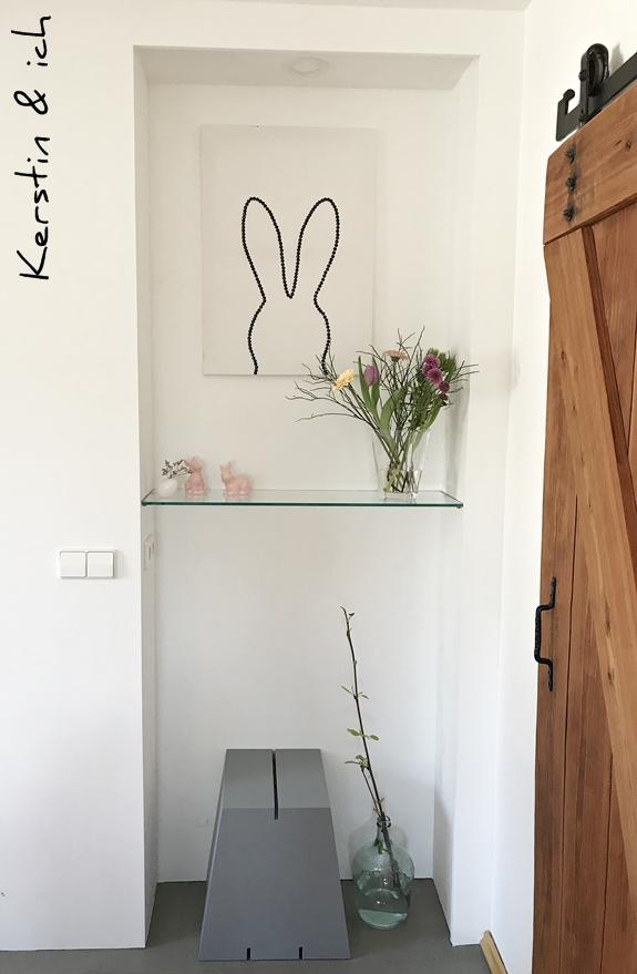DIY Osterhasenbild mit Reißzwecken in schwarz-weiß schnelles Upcycling