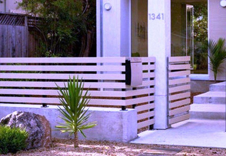 Model Pagar Rumah Kayu Sederhana Putih