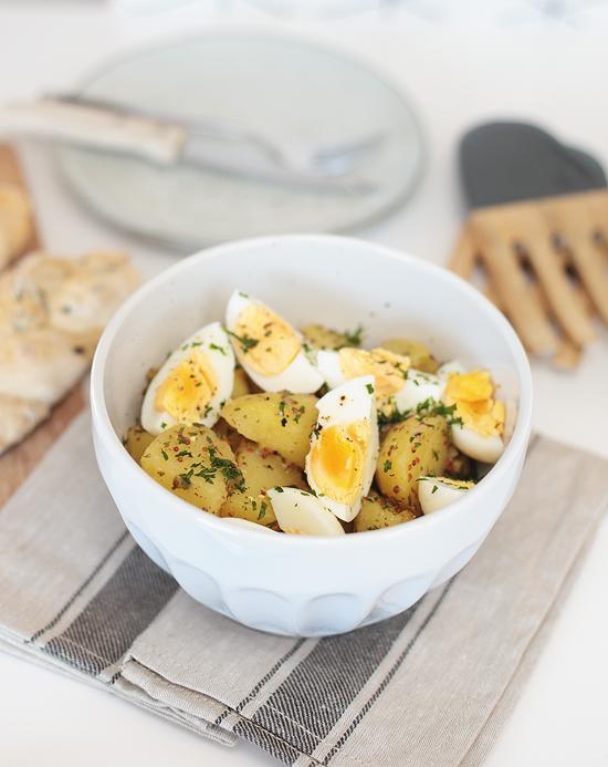 Kartoffelsalat mit Ei und Honig-Senf-Dressing