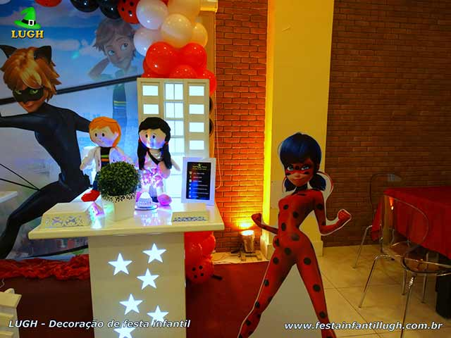 Mesa decorada tema Ladybug - Aniversário infantil