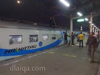 turun sejenak di Stasiun Cirebon