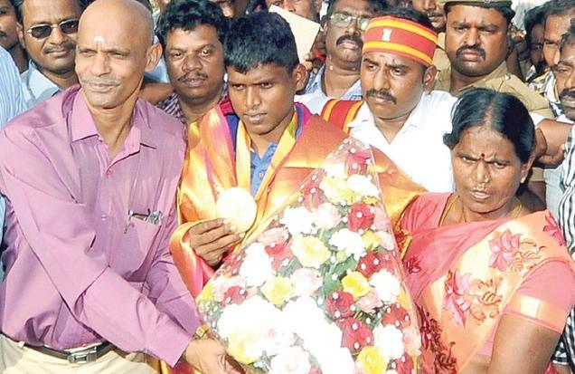 சொந்த கிராமத்தில் மாரியப்பனுக்கு உற்சாக வரவேற்பு
