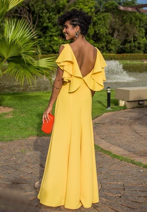 vestido longo amarelo com decote nas costas para madrinha de casamento