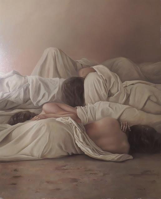 Dolores Núñez arte surrealista retrato figurativo mujeres sábanas