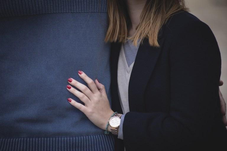 9 Taktik Yang Harus Kamu Lakukan Saat Pasangan Jaga Jarak Denganmu