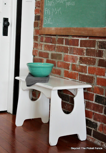 Fusion Mineral Paint transforms a thrift store wood stool