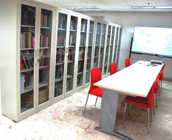 Perpustakaan Tempat Baca Buku Rujak Center