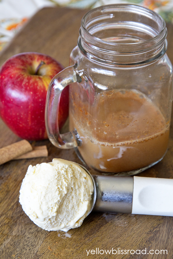 Caramel Apple Ice Cream Float - Creamy, frothy ice cream float that tastes like the perfect fall dessert!
