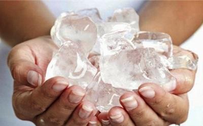 Terapi Es Batu untuk Menghilangkan Bruntusan di Wajah
