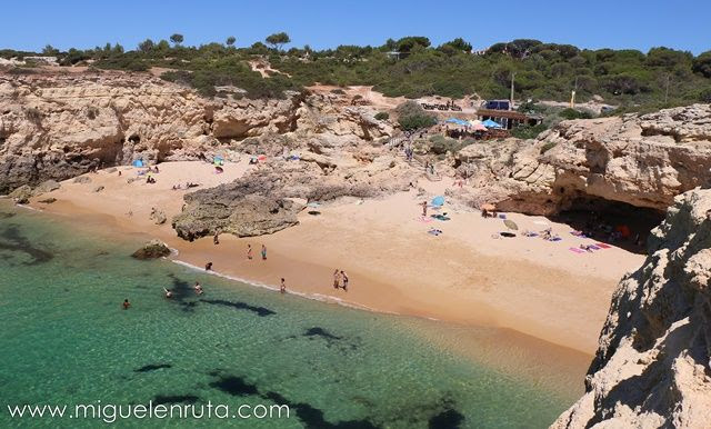 Praia-Albandeira-acantilados