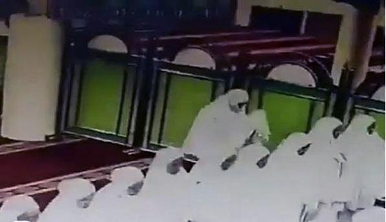 Video Aksi Pencuri Saat Sholat Berjamaah