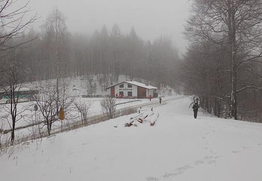 Przełęcz Przegibek ze szlaku na Magurkę.