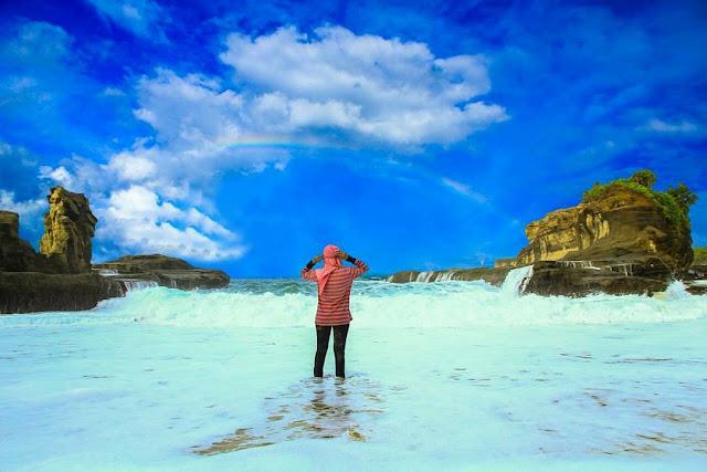 Indahnya Biru laut Pantai Klayar Pacitan