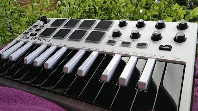 Akai MPK Mini MKII Laptop Production Keyboard | Gadget Explained