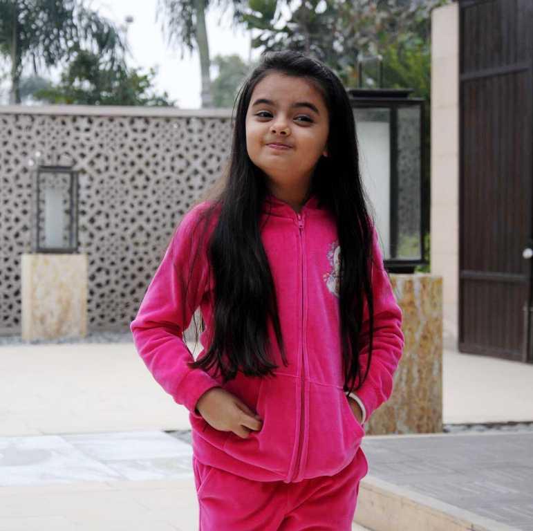Foto Ruhanika Dhawan_Pemeran Ruhi Raman Bhalla_Serial Mohabbatein ANTV_Cantik Imut Cerdas_tiga belas