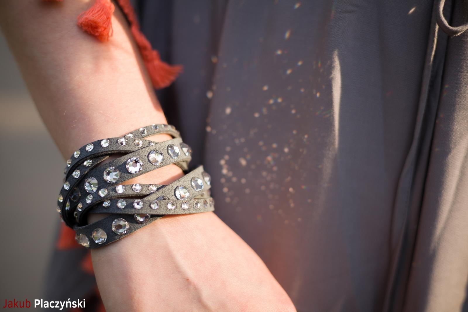 12 sukienka szara z frędzlami maxi na lato bonprix sukienki na wakacje bizuteria piotrowski kryształy svarowskiego letnia stylizacja melodylaniella sukienka dla wysokiej dziewczyny fashion moda