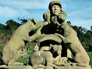Recebendo o carinho dos animais - Jardim das Esculturas, Júlio de Castilhos (RS)