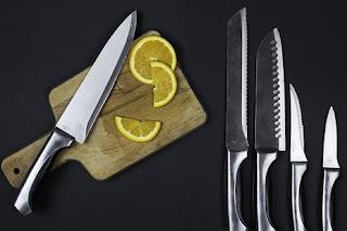 السكين في المنام ◁ تفسير حلم السكاكين بيدي