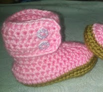 http://crocheteandoconimaginacion.blogspot.com.es/2014/05/botitas-para-nena-patron.html