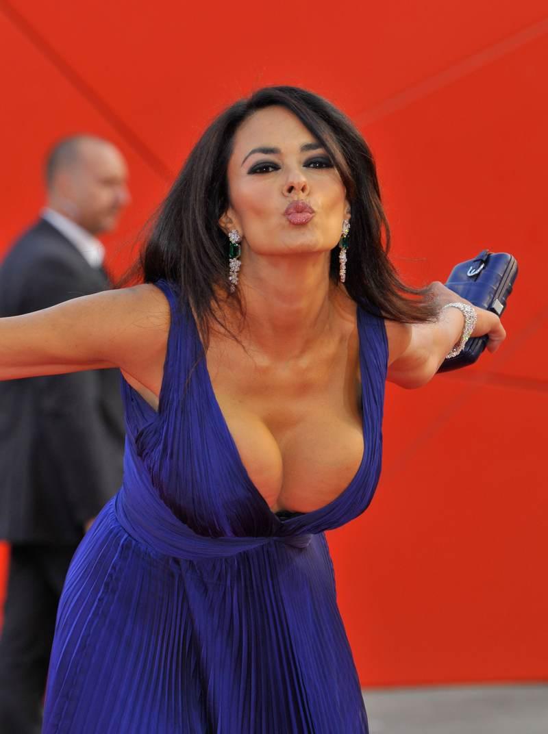 Hollywood Wallpaper: Maria Grazia Cucinotta bacio