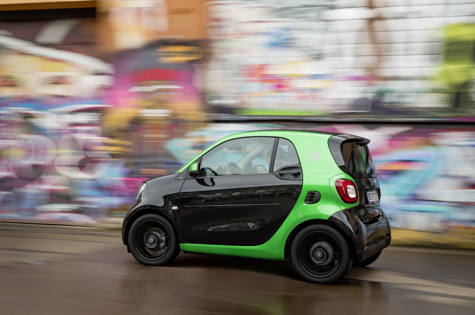 New All-Electric Smart Arrives In The UK With 100 Miles Of