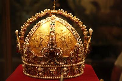 Imagini pentru COROANA DIN AUR  A LUI LUI IISUS